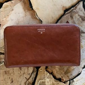 Fossil zippered wallet classic brown Issue No 1954